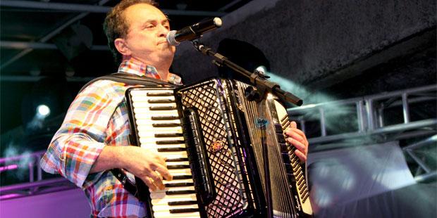 Flávio José o poeta cantador faz a diferença