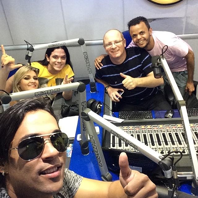 Ramom Costa do Forró dos Balas, faz Self direto da sergipe FM em Aracaju