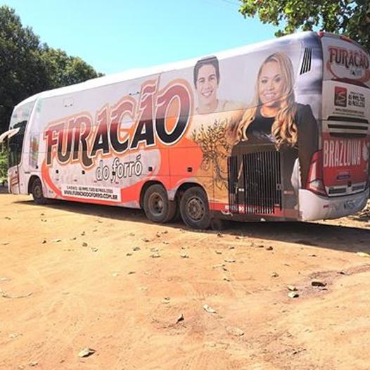 Furacão do forró mostra ônibus com nova plotagem
