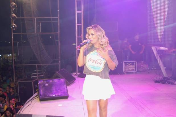 Walkyria Santos se apresenta em Monteiro pela 1ª vez no Solteirões