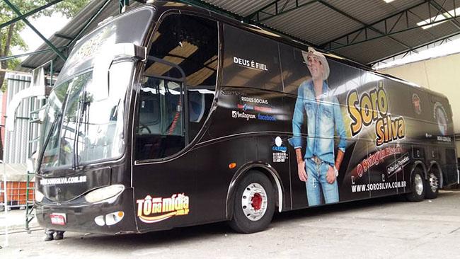 Ônibus do forrozeiro Soro Silva ganhou nova adesivagem para turnê 2016