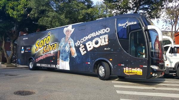Soró Silva adesiva ônibus para temporada 2017