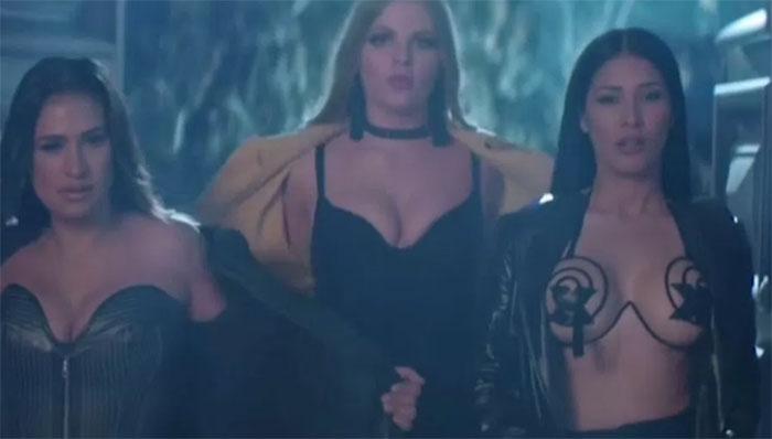 Com sutiã 'Ousado' chama atenção no novo clipe de Simone e Simaria ft. Alok e o casal Whindersson Nunes e Luísa Sonza