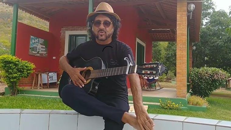 """Luiz Fideliz grava mensagem """"O Coronavírus chegou"""""""